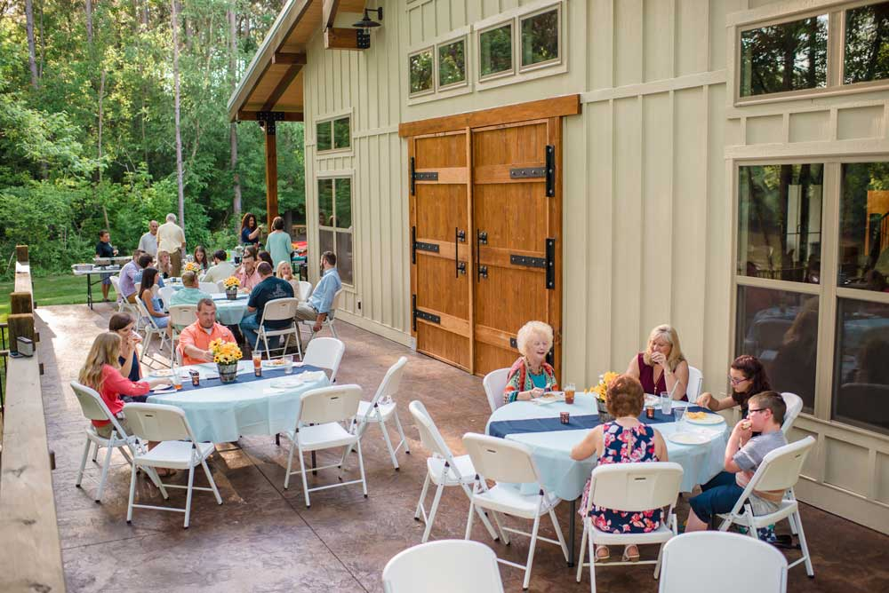 outside-patio-dining